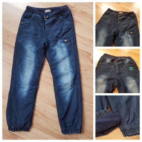 Spodnie z jeansu, ocieplenie polarem. Firma Cool Club. Rozmiar 164 cm.
