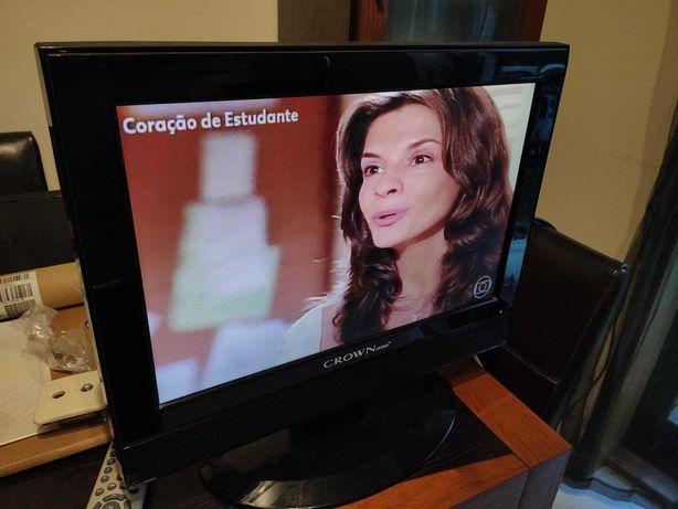 """Televisão LCD 19"""" Crown"""