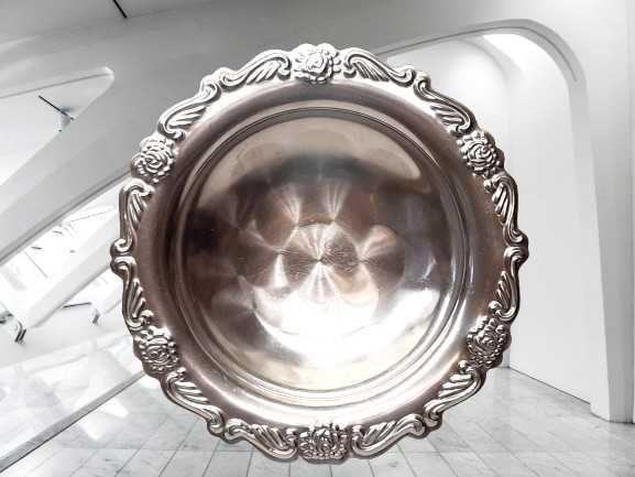 круглая ваза на ножке из нержавеющей стали