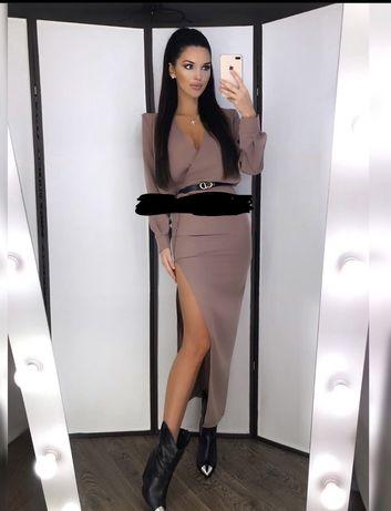 Платье с пуговицами сваровских