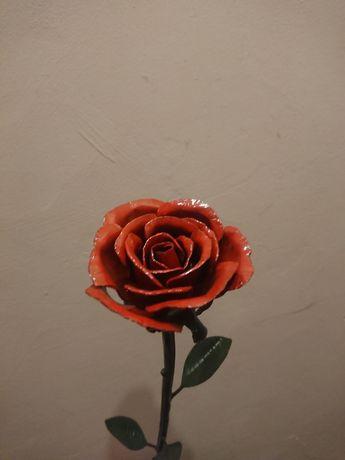Роза ручной работи из металла