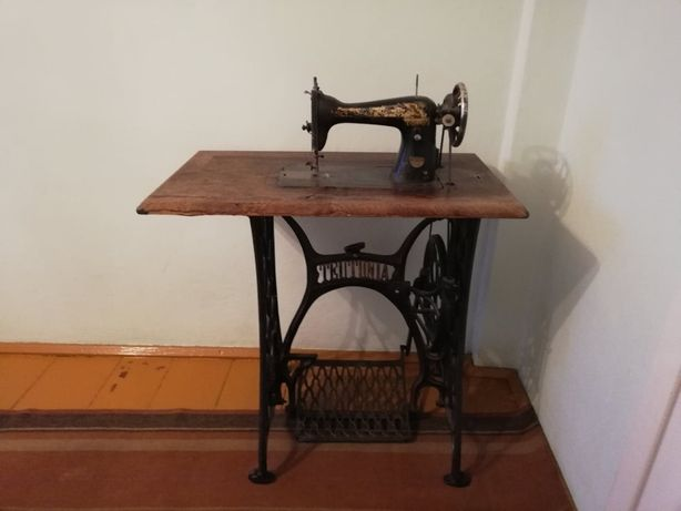 Zabytkowa maszyna do szycia marki Teutonia