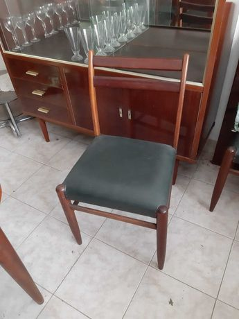 mesa com 6 cadeiras em optimo estado mais de 50anos