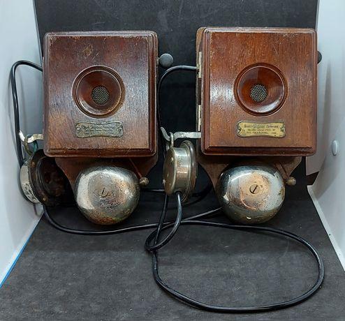 Telefone de madeira antigo