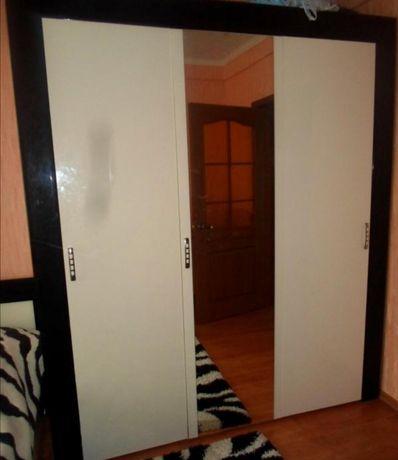 Трёхдверный Шкаф с зеркалом