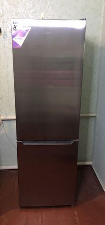 Холодильник Laretti No-Frost. Куплен 3 месяца назад. Доставка