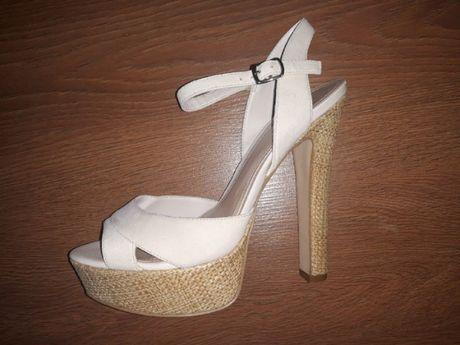 Бежевые босоножки на каблуке (кожаные)