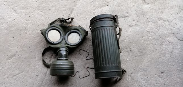 Stara maska przeciw gazowa, II wojna swiatowa 1939r, swastyka, puszka