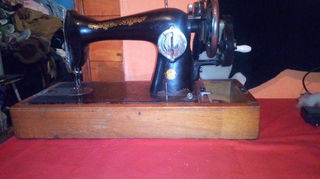 Подільська швейна машина в робочому стані