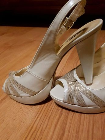 Szpilki kremowe buty 12 cm obcas sandałki