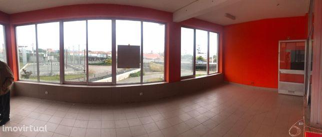 Loja em Viana do Castelo, junto ao estádio de futebol do Vianense