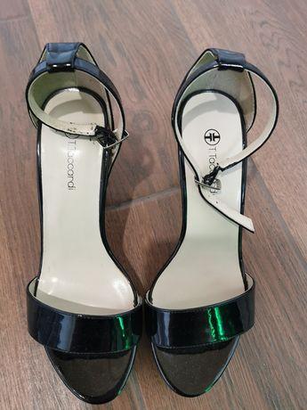 Продам туфли с каблуков
