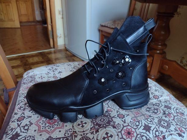 Ботинки черные, экокожа+замша, 40 размер