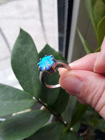 Кольцо с опалом 18 размер
