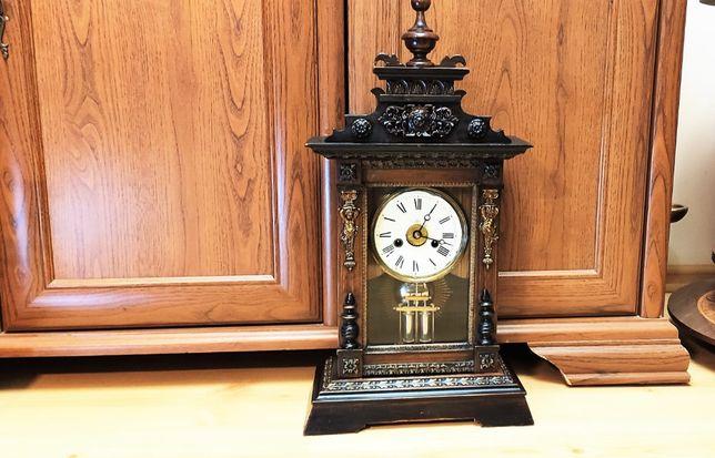 Junghans zegar kapliczkowy w okazałej i pięknie zdobionej obudowie