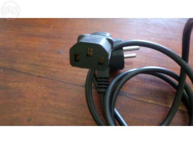 Cabo de electricidade para PC ou monitor