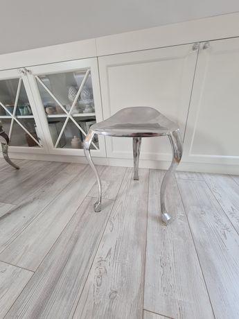 Krzesło metalowe stylowe