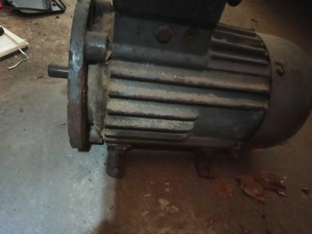 Silnik 3 fazowy około 1.1kW