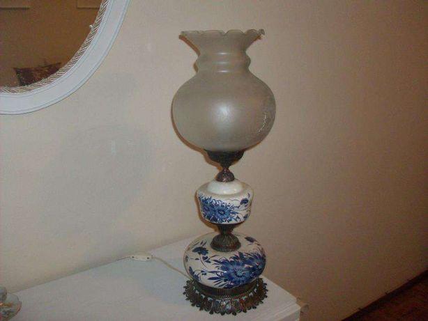Candeeiro de porcelana pintado à mão