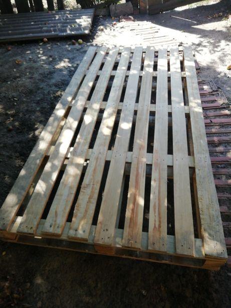 Большой деревянный поддон