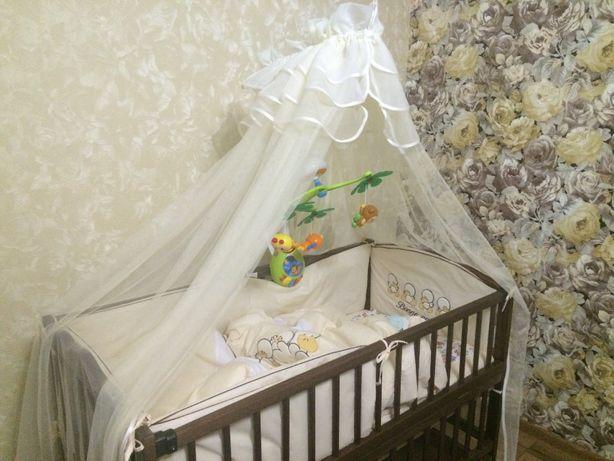 Дитяча кроватка зі всіма комплектуючими