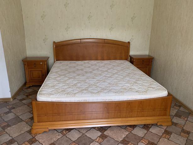 Спальний гарнітур з дерева