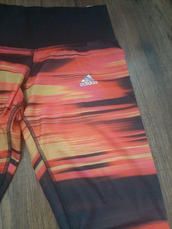 Moda sportowa leginsy