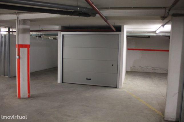 Arrendamento de Garagem Fechada (1 carro) junto à Garagem de Arrifana
