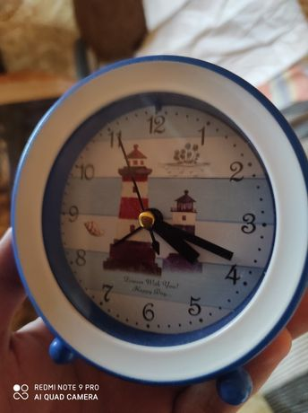 Будильник, часы ( на батарейке), новый
