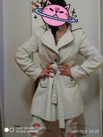 Пальто с большим капюшоном
