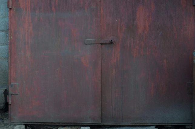 двери гаражные. метал