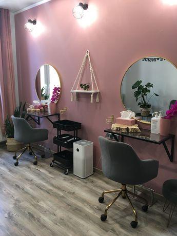 Odstąpię salon fryzjersko-kosmetyczny, ścisłe centrum