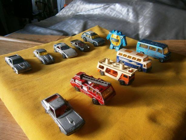 10 carros pequenos em metal de diversas marcas usados