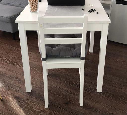 Sprzedam 4 krzesła z Ikea
