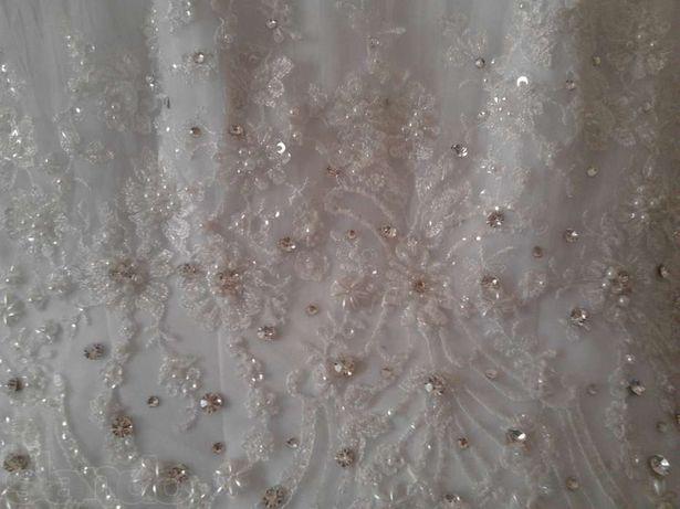 СРОЧНО продаеться белоснежное свадебное платье+подарок