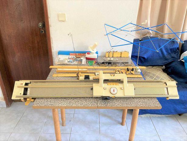 Máquina de tricotar Singer com Acessórios