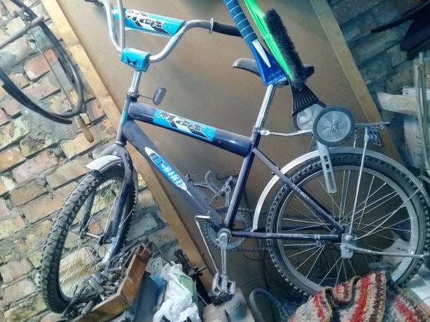 Первый велосипед для ребенка.