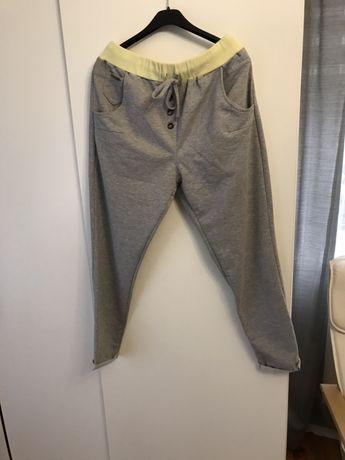 Spodnie dresowe z guziczkami