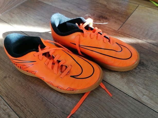 Halówki Nike r.33