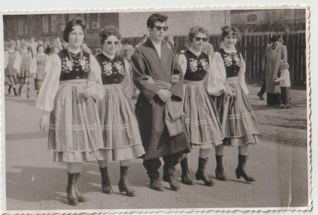 Stare zdjęcia Mazowsze w ciemnych okularach