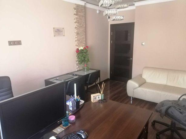 Продаж 3-кім. квартири під офіс,комерцію.1 поверх.Торф'яна 21.Власник.