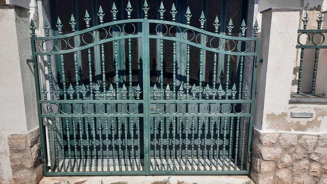 Portão ferro garagem + portão de entrada + gradeamento c/ setas