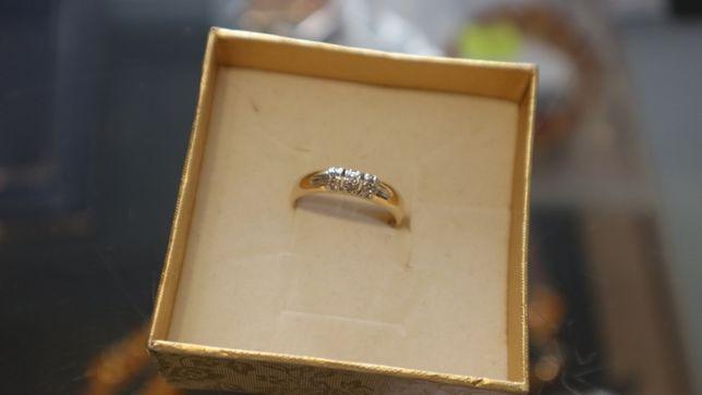 Złoty pierścionek obrączka brylanty pr.585/2,3g/0,05ct