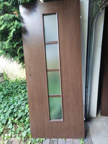 Drzwi wewnętrzne plus futryna plus klamki