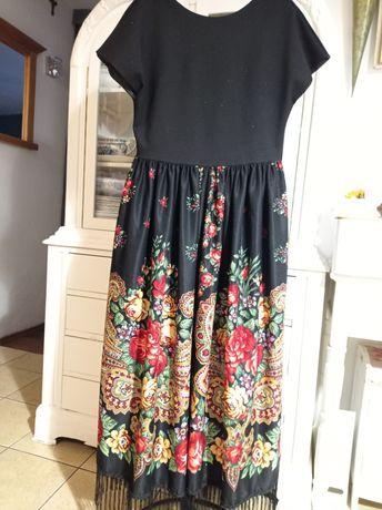 Sukienka w stylu folk.