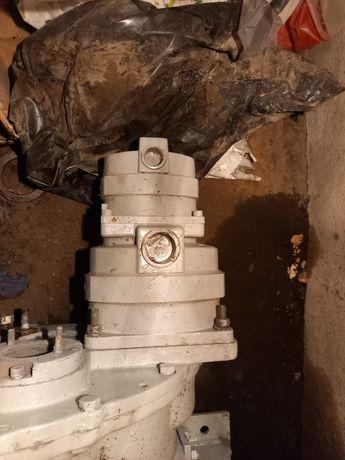 Pompy, hydromotory, skrzynia biegów, siłowniki - ładowarka un
