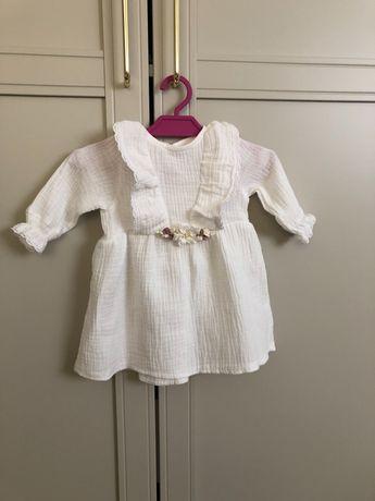 Muślinowa sukienka na chrzest dla dziewczynki