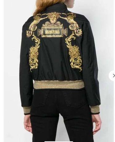 Czarna krótka kurtka złoty wzór logo Versace M