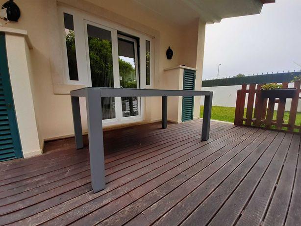 Mesa refeição exterior com seis cadeiras