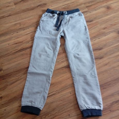 spodnie jeansowe na wzrost 146 stan bdb